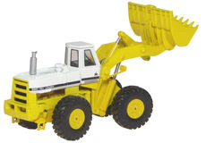 IH 560 PAY LOADER  (very detailed)