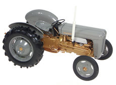 FERGUSON FE35 TRACTOR  (Grey and Gold Fergy)   very detailed