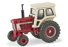 IH 1066 TRACTOR with CAB