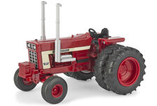 IH 1568 V8 TRACTOR on DUALS