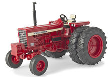 IH 756 TRACTOR with DUALS