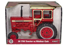 IH 756 TRACTOR with HINIKER CAB