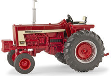 IH 806 TRACTOR