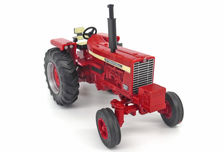 IH 856 TRACTOR