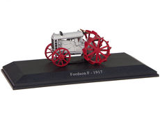 FORDSON MODEL F TRACTOR (1917)   very detailed