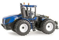 NEW HOLLAND T9.565 4WD TRACTOR with WIDE SINGLES  Prestige Series