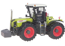 CLAAS XERION 3800 TRACTOR  (very detailed)